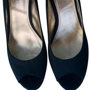 Tahari Susan Black open toe pumps size 8